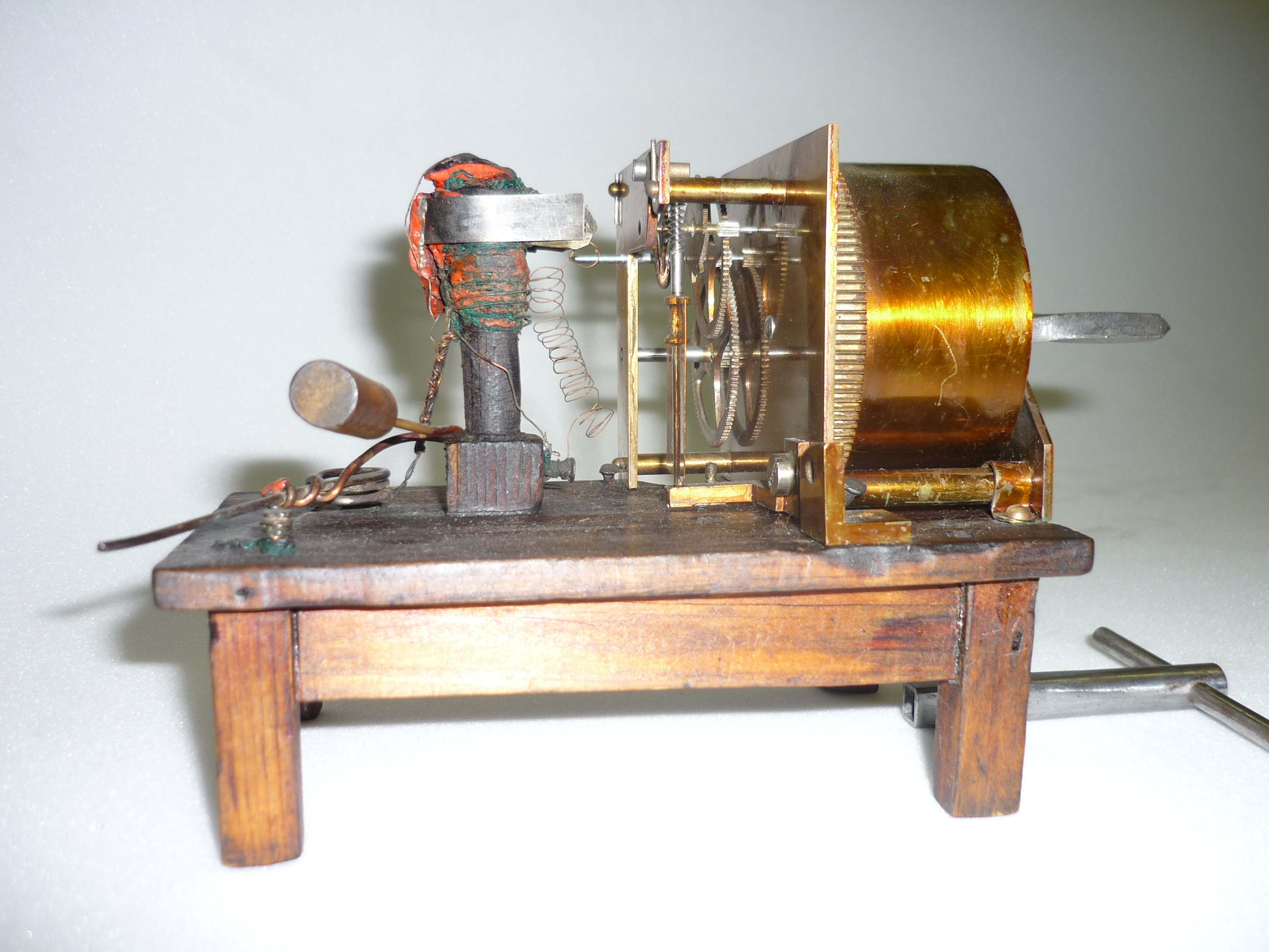 Hughes_clockwork_transmitter